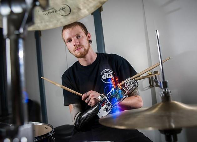 барабанщик киборг