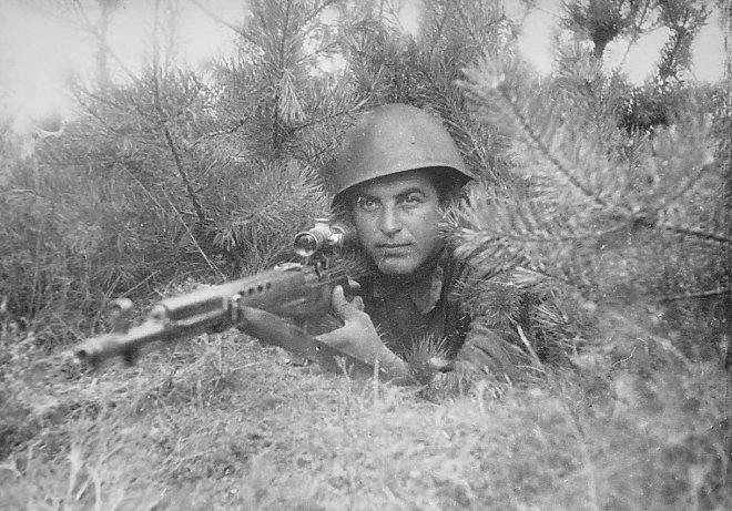 Советский снайпер с СВТ-40