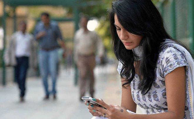 На всех мобильных телефонах Индии в 2017 году появится «тревожная кнопка»