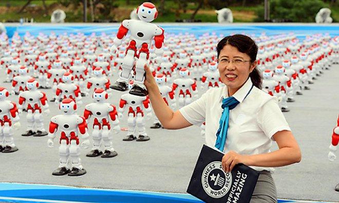 Тысяча роботов синхронно станцевали в КНР — Установили рекорд