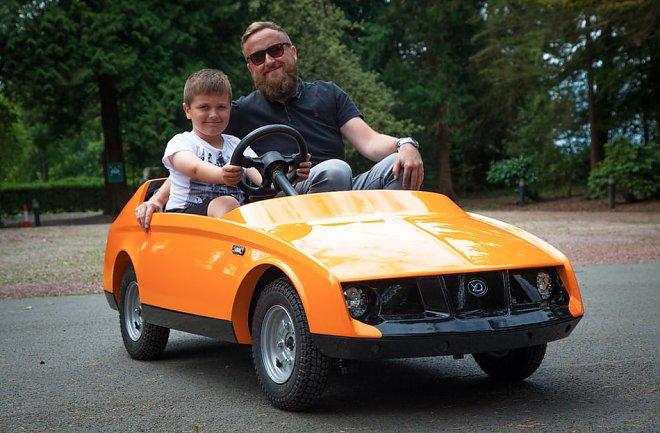 Представлен 1-ый вмире электромобиль для детей до10 лет
