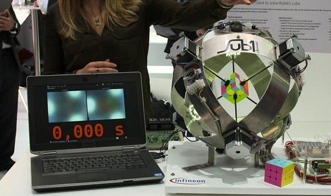Компьютер собрал кубик Рубика зарекордные 0637 секунды
