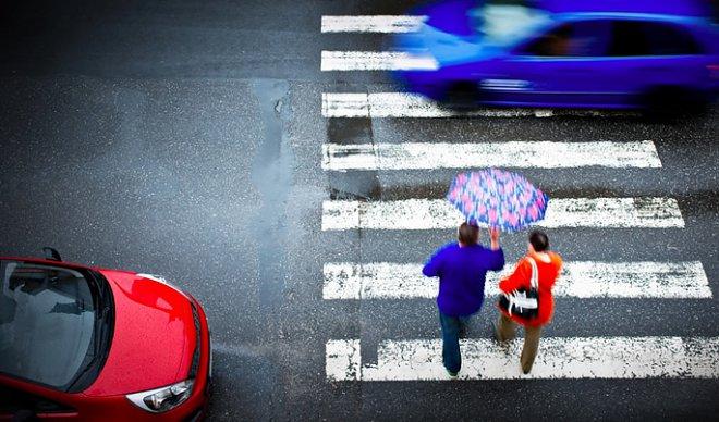 ВСША электромобили вынудили издавать особые звуки для предупреждения пешеходов