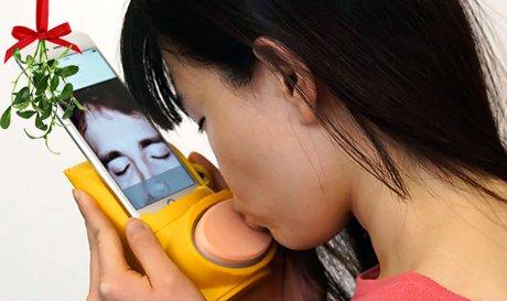 Kissenger – устройство для передачи поцелуев на расстоянии