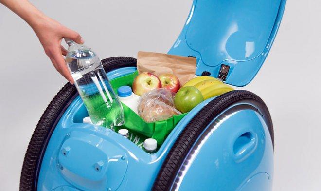 Компания Vespa представила личного грузового робота, следующего за собственником