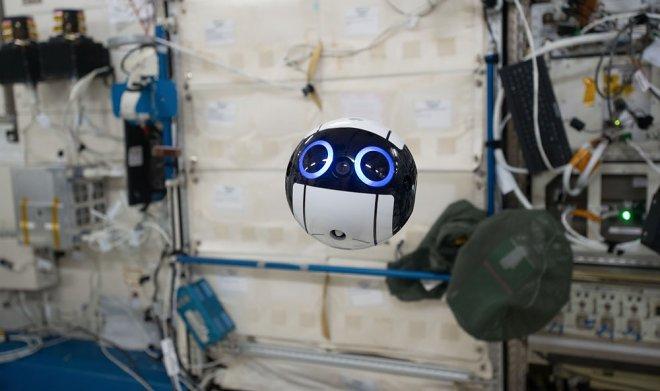 Японцы разработали робота-помощника для астронавтов