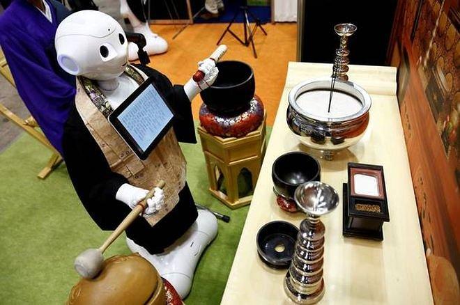 Наука и технологии  | В Японии наемный робот будет исполнять буддийские похоронные обряды | robomonah-sLvd