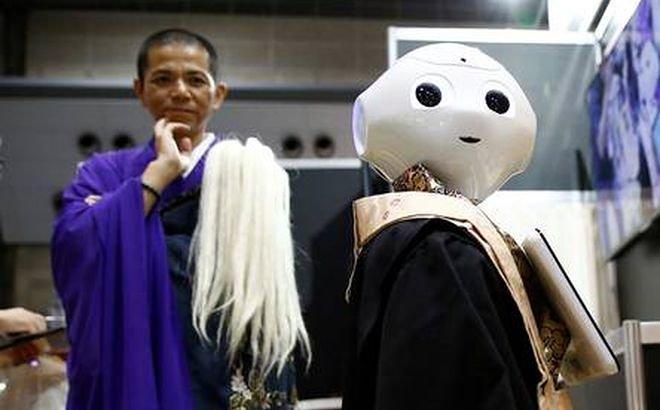 Наука и технологии  | В Японии наемный робот будет исполнять буддийские похоронные обряды | robomonah