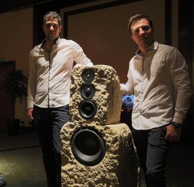 Наука и технологии  | Итальянский стартап приступил к изготовлению акустических систем из камня | stones-speakers-jVi9