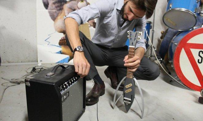 Складная укулеле Astro уместится в кармане одежды