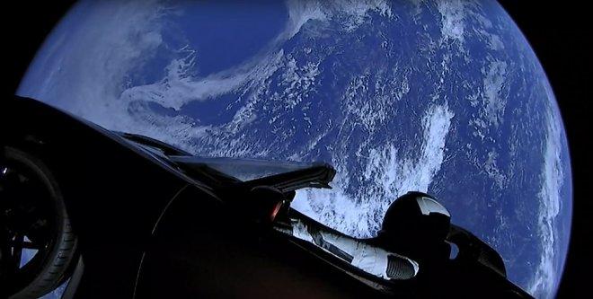 Маск пообещал дать родстеру Tesla комплект ракетных ускорителей