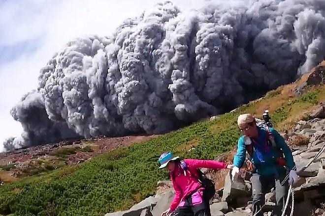 Пиропластический поток в момент извержения
