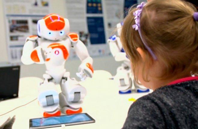 Дети учат роботов