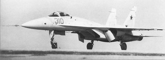 Prototype Su-27 T-10