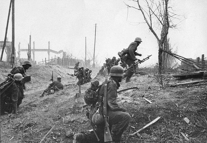 Немецкая пехота наступает