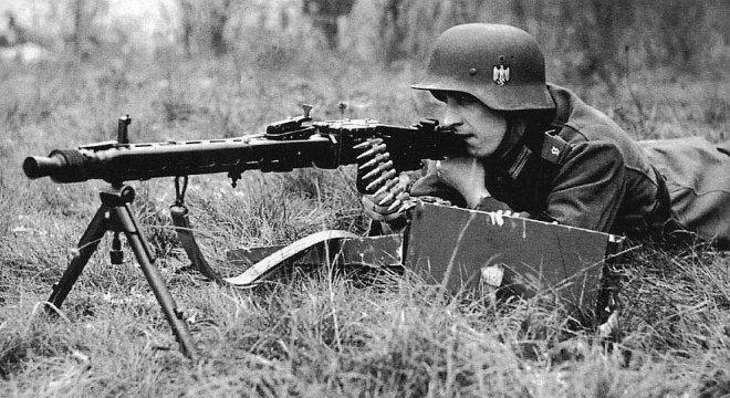 Немецкий пулеметчик с MG-42