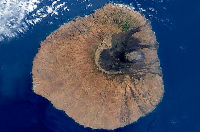 Вулкан Фого. Снимок из космоса