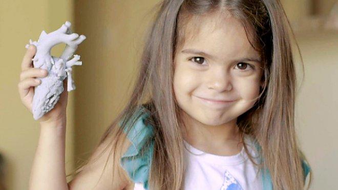 Mia Gonzalez and her 3D-heart
