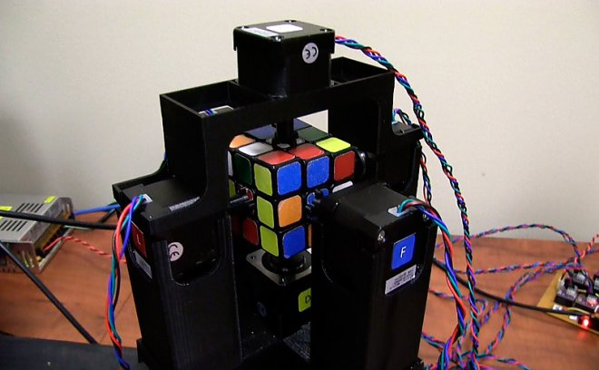 Robot for building a cube Rubik