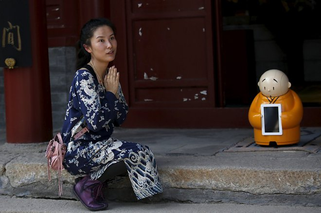 Robot monk Xianyang Yer
