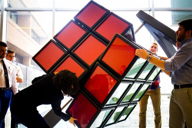 Сборка гигантского кубика Рубика