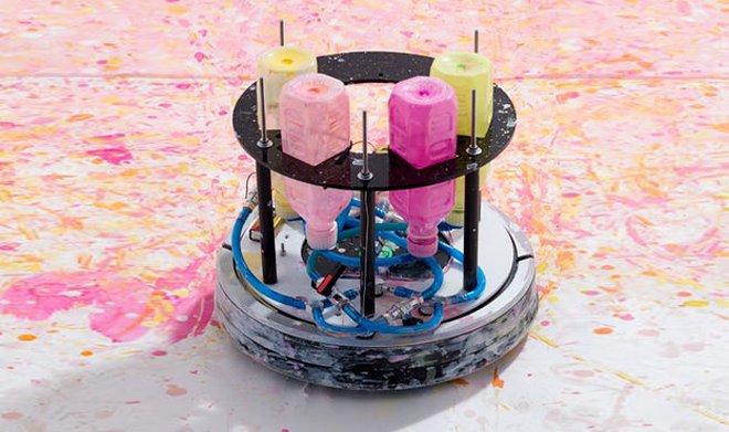 Бывший вакуумный пылесос стал успешным художником-абстракционистом