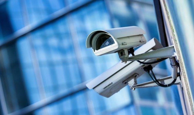 Технология видеослежки NEC распознает человека даже со спины