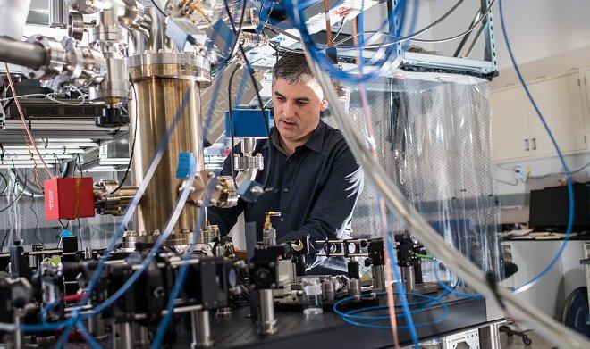 Ионный компьютер IonQ превзошел лучшие квантовые аналоги