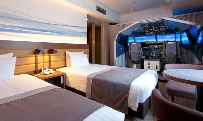 В японской гостинице появился необычный номер со встроенным авиасимулятором
