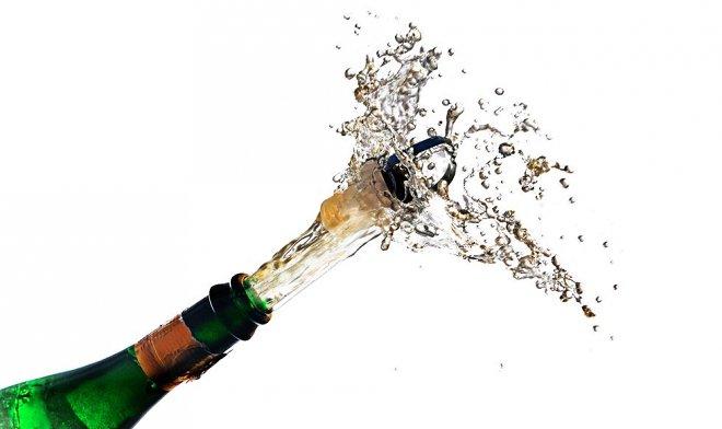 Что объединяет бутылку шампанского и реактивный истребитель F-16