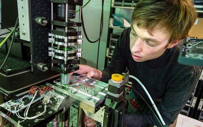 Считывание кварцевого диска