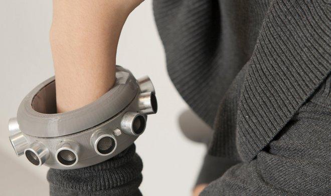 Команда американских ученых изобрела браслет-глушилку микрофонов