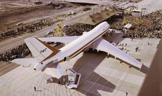 50 лет назад Boeing собиралась превратить 747 в летающий авианосец