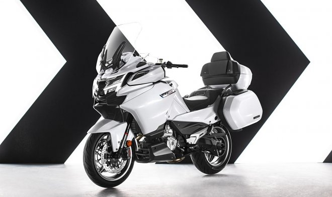 Китайская компания CFMoto представила самый мощный мотоцикл в истории страны
