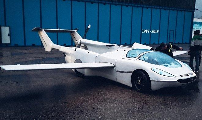 Летающий автомобиль AirCar компании Klein Vision совершил первый полет