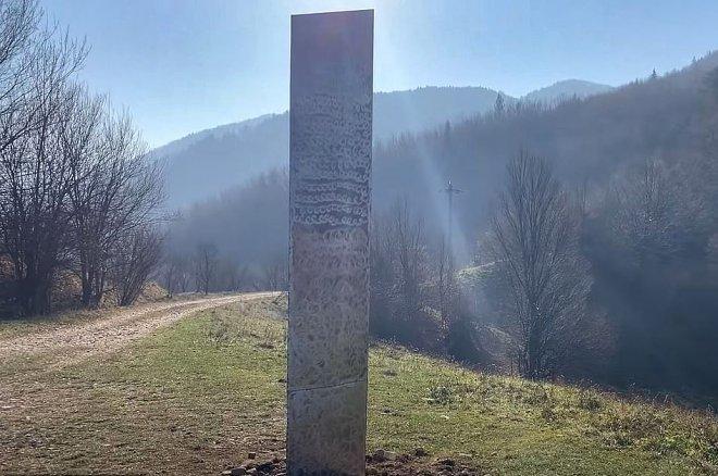 Загадочный металлический монолит исчез из Юты и появился в Румынии