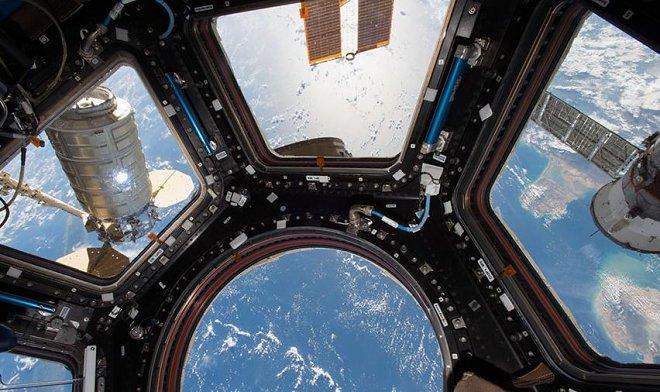 Новая утечка воздуха на МКС вынуждает Роскосмос отправить на станцию запас кислорода