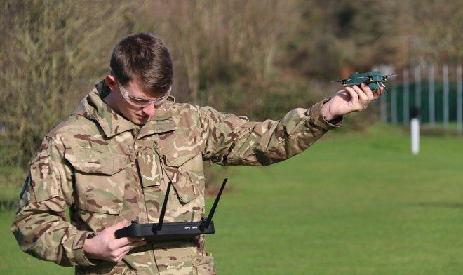 Британская армия испытала крошечный, но мощный дрон Bug