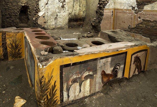 В руинах Помпеи нашли прекрасно сохранившуюся лавку древнеримского фаст-фуда