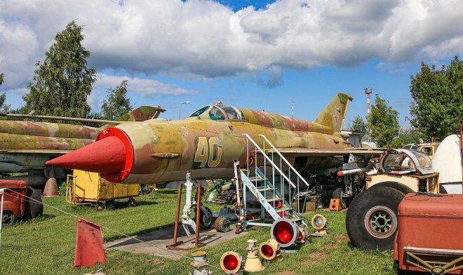 Латвийский энтузиаст создал в Риге самый большой в мире музей советской авиатехники