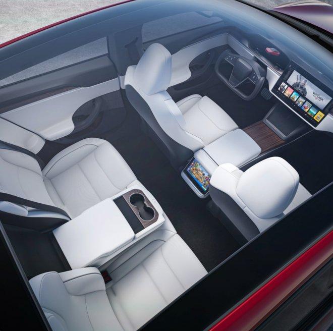 Обновленная Tesla Model S получила «космический» дизайн салона