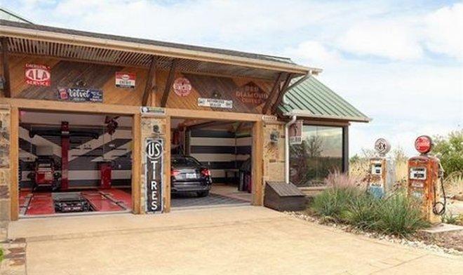 В Техасе продается уникальный дом для истинных фанатов автомобилей