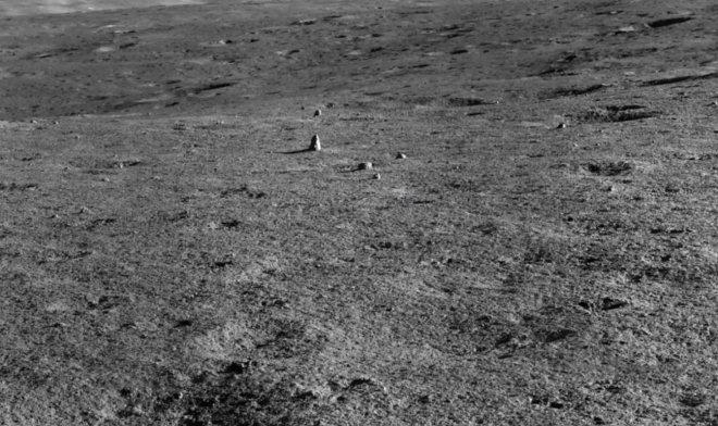 Китайский луноход Yutu-2 заметил странный монолит на обратной стороне Луны