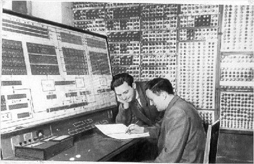Кто изобрел первый компьютер в мире?