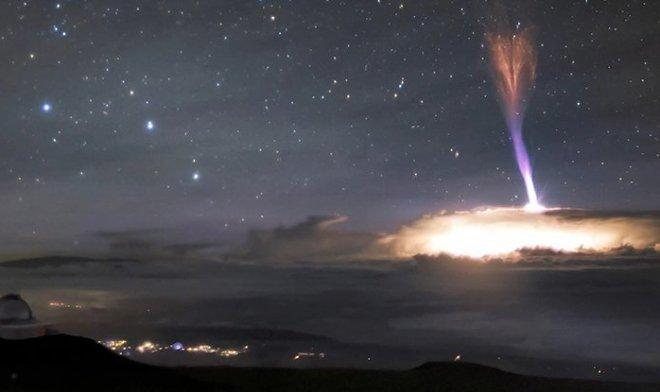 В небе над Гавайями сфотографировали редчайший атмосферный феномен