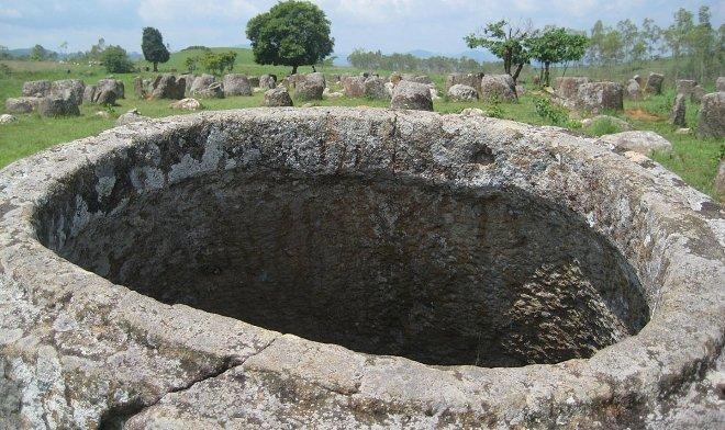 Открытие: загадочные сосуды в лаосской «Долине Кувшинов» появились задолго до Каменного века