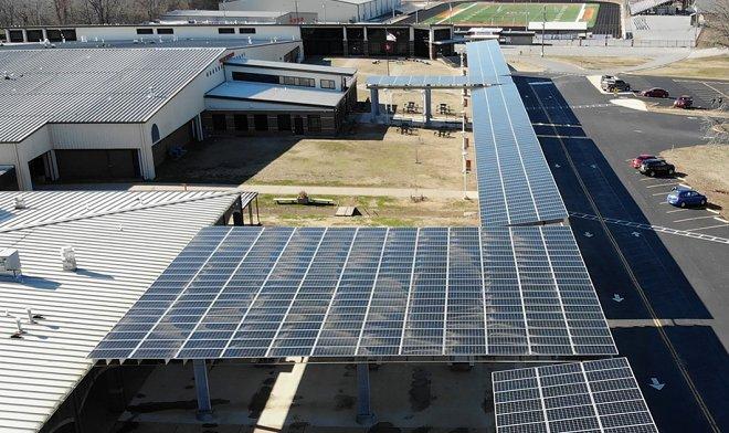 Школа в Арканзасе перешла на солнечную энергию и сумела повысить зарплату учителям на 30%