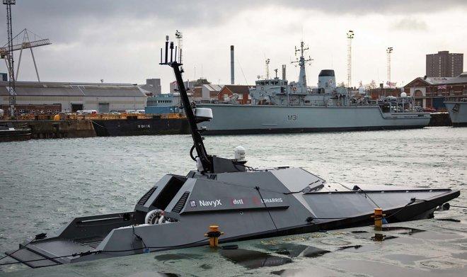Королевский флот Великобритании получил роботизированный катер Madfox